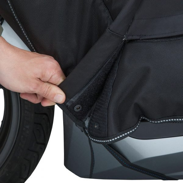 Tucano Urbano Leg Cover Termoscud® Pro Black for Honda - opening