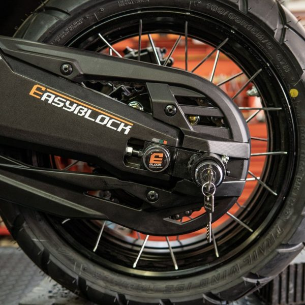 Easy Block Scooter Locks on the wheel